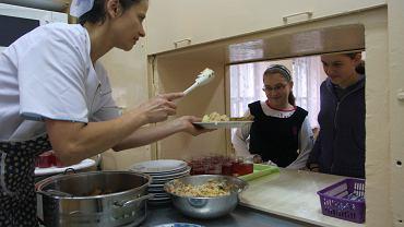 W trakcie uchwalania budżetu i prac nad programem 500+ okazało się, że nie ma pieniędzy na więcej obiadów dla dzieci z biednych rodzin