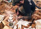 Poznajcie Alexey'a. Podłoga w jego salonie to dzieło sztuki.
