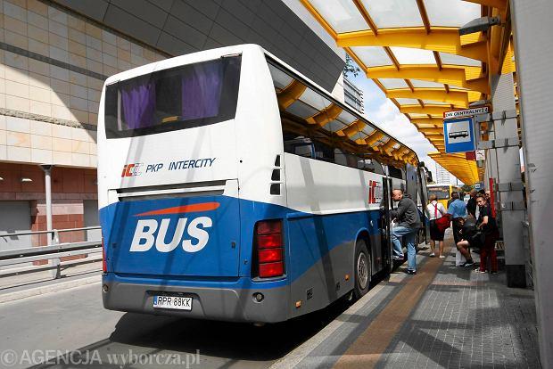 Więcej autobusów PKP. Kolej wjeżdża na autostradę