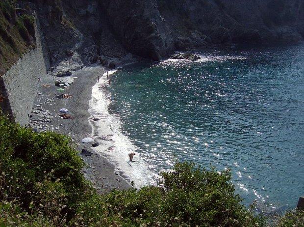 Plaża nudystów Spiaggia di Guvano, Cinque Terre, Włochy / fot. CC BY-SA 3.0/ Uomo Ubriaco/ Wikimedia Commons