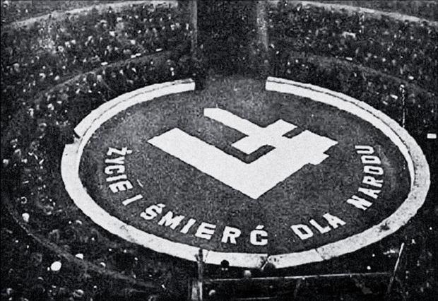 Wiec ONR 'Falanga' w cyrku braci Staniewskich na rogu ulic Ordynackiej i Okólnik 28 listopada 1937 r. Uczestniczyło w nim około 3 tys. narodowców, którzy po jego zakończeniu starli się z socjalistami.