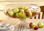 Duże szklane naczynie wypełnione jabłkami. Tylko tyle, a jaki efekt.