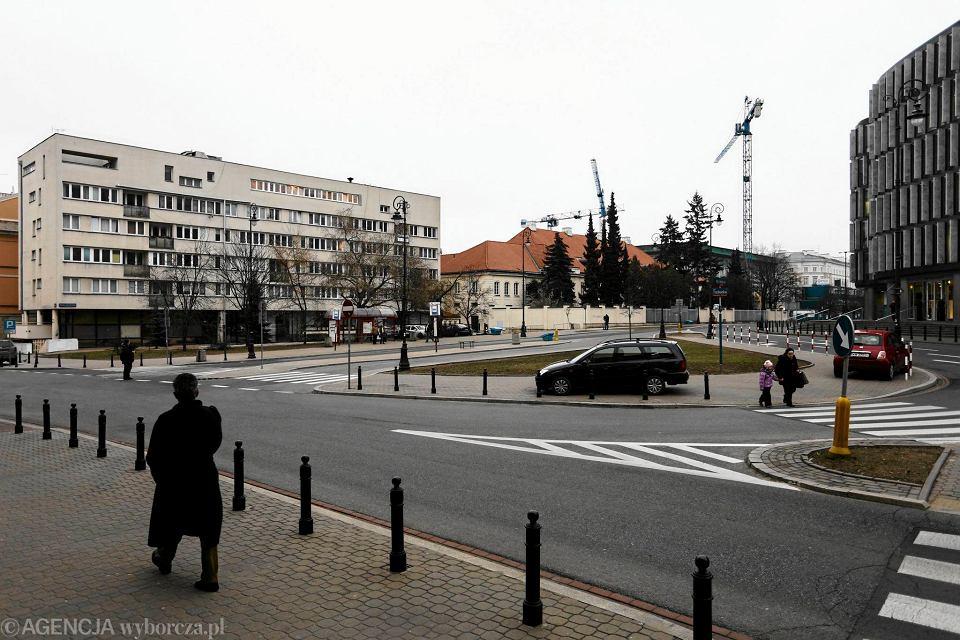 Skrzyżowanie ulicy Focha i Trębackiej. Miejsce, w którym ma stanąć pomnik ofiar katastrofy smoleńskiej