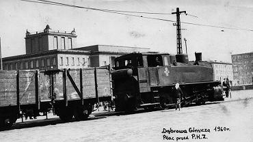 W 1960 roku przed Pałacem Kultury Zagłębia w Dąbrowie Górniczej kursowały pociągi wywożące na zwałowisko (dziś park Hallera) żużel z Huty Bankowej