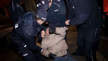 Manifestanci blokują wjazd na Wawel