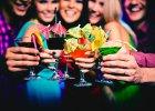 Który naród pije najwięcej podczas urlopu? Które miejsce w rankingu zajęli Polacy? [zoover.pl]