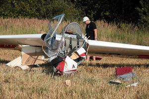 Wypadek szybowca w Masłowie. Spadł tuż przed lotniskiem. Pilot został ranny [ZDJĘCIA, AKTUALIZACJA]