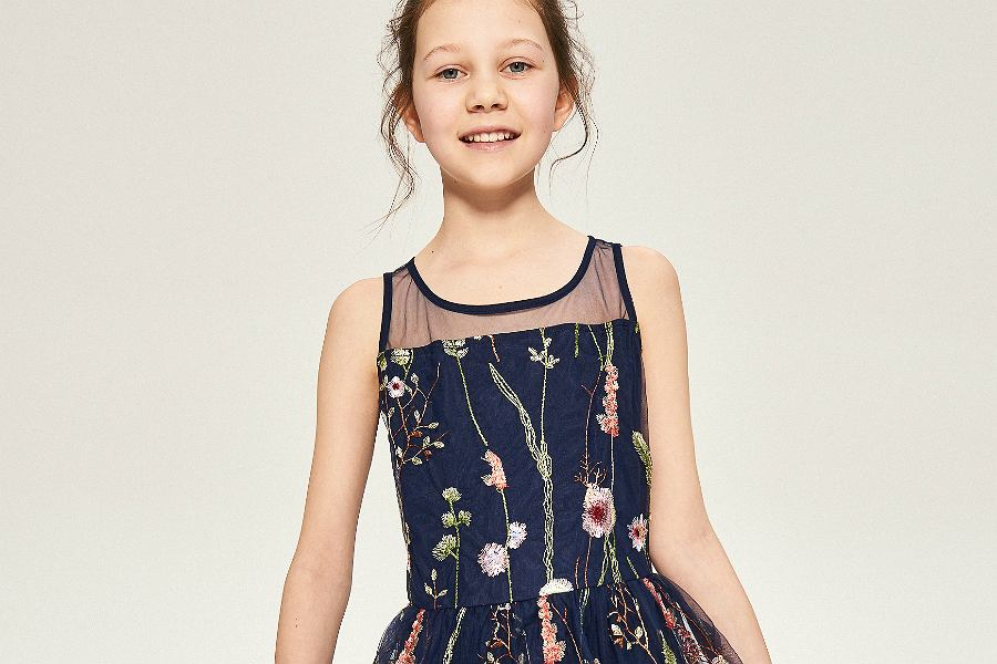 ec086e02d6 Markowe ubrania dla dziewczynek w wieku 10 lat. Da się modnie i tanio