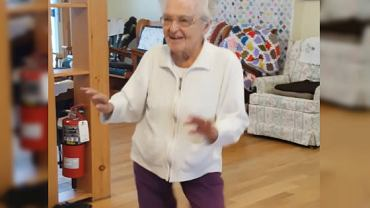 Ma 101 lat i kocha muzykę i taniec