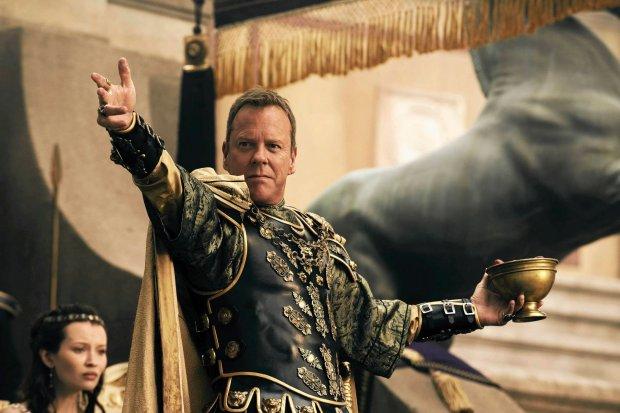 Kiefer Sutherland jako zdeprawowany senator rzymski w