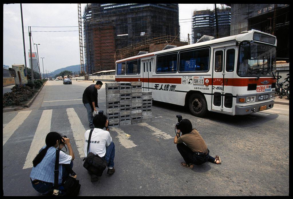 Lin Yilin, Bezpiecznie przechodząc przez ulicę Lin He, Kanton 1995 / DANWEN XING
