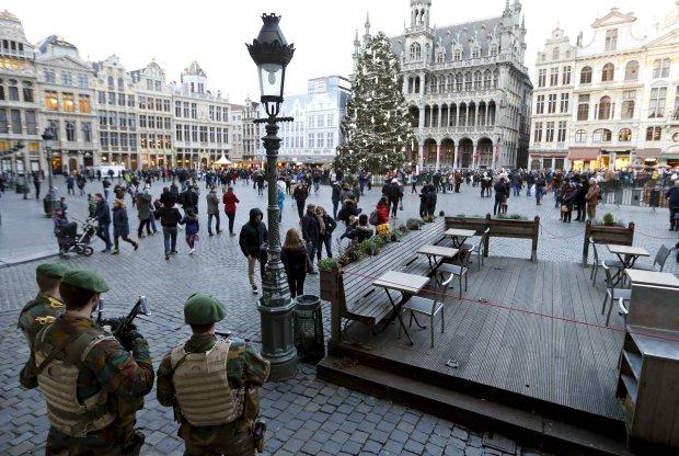 Mieszka�cy Brukseli staraj� si� �y� normalnie. Mimo to w�adze odwo�a�y imprezy noworoczne