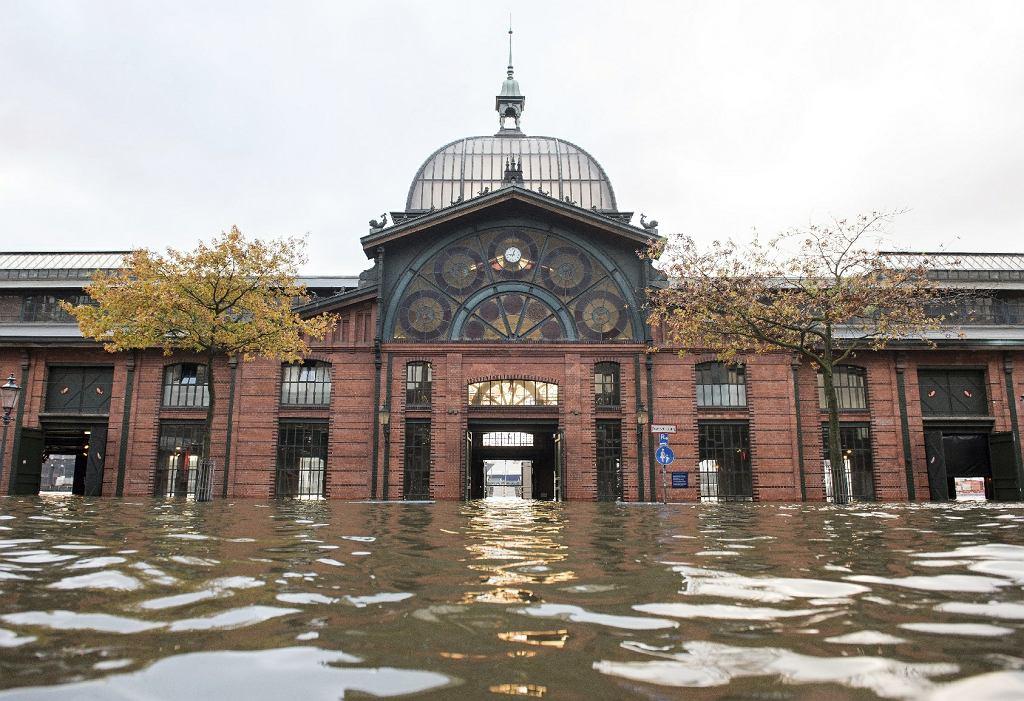 Zalanie i zniszczenia w Hamburgu i okolicach po przejściu orkanu Grzegorz