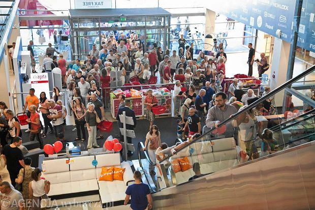 szturm na nowy sklep 24 tysi�ce os243b odwiedzi�o agata meble