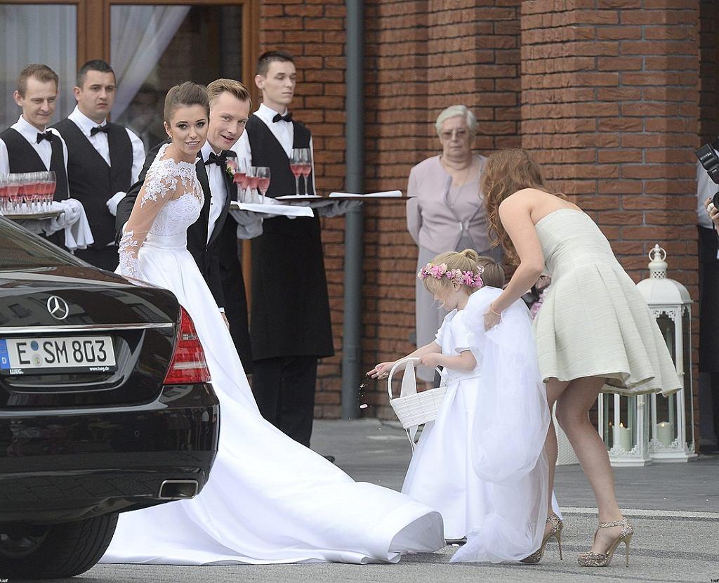 875a3aaec3 Nie spodobała Wam się suknia ślubna żony Kuby Wesołowskiego ...