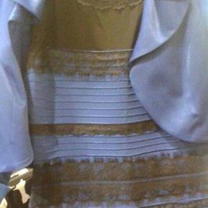 Wielka k��tnia o kolor sukienki. Co widzicie? Bia�y? Niebieski?