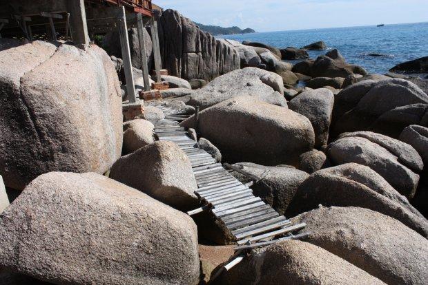 Skaliste wybrzeże wyspy Ko Tao