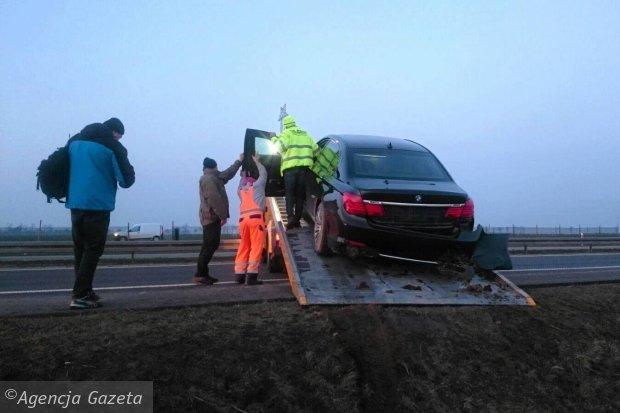 Zdjęcie numer 3 w galerii - Wypadek Andrzeja Dudy: Na A4 w prezydenckiej limuzynie pękła opona, auto wpadło do rowu
