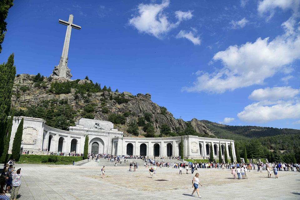 Bazylika przy mauzoleum w Dolinie Poległych w San Lorenzo del Escorial niedaleko Madrytu