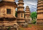 Chiny wycieczka - Klasztor Szaolin, cmentarz mnichów / Shutterstock