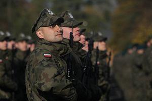 Żołnierze wojsk Macierewicza złożyli przysięgę. Pierwszą w kraju