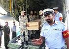 Policja transportuje ciała zabitych wspinaczy do Islamabadu
