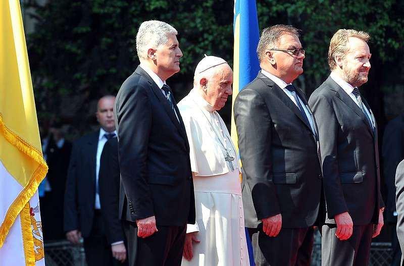 Prezydium Bośni i Hercegowiny podczas wizyty papieża Franciszka. Prezydium jest przykładem władzy w demokracji nieliberalnej