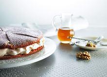 Tort orzechowy z masą serowo-gruszkową - ugotuj