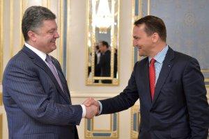 Sikorski po wizycie w Kijowie: Sytuacja na Ukrainie coraz gorsza