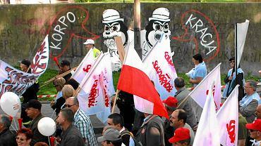 Pikieta pod hasłem ''Podnieśmy Polakom płacę minimalną''. Lublin, maj, 2011