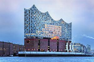 Elbphilharmonie - nowa ikona architektury w Hamburgu. Szklany żagiel nad Łabą zachwyca