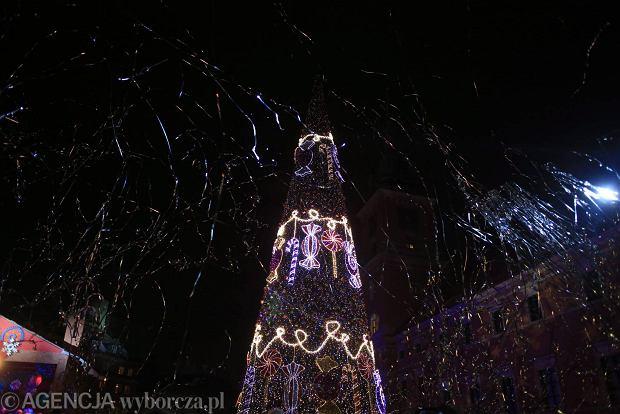 07.12.2013 Warszawa . Uroczyste zapalenie iluminacji Traktu Krolewskiego . Przemarsz Sw Mikolaja Fot.Jacek Marczewski / Agencja Gazeta