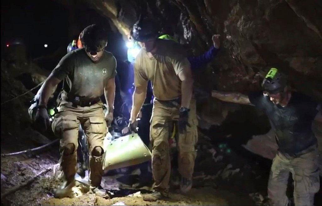 Akcja ratunkowa w jaskini Tham Luang w Tajlandii / AP