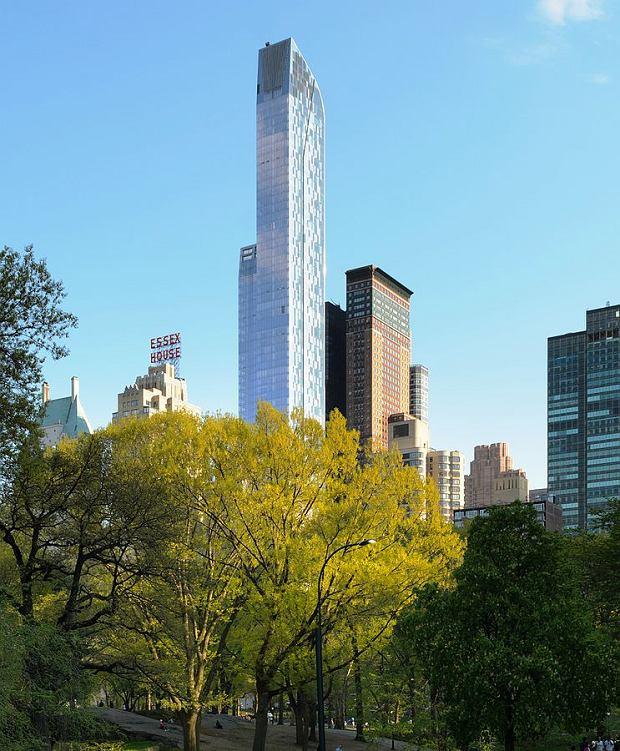 Budynek One57. Widok z Central Parku