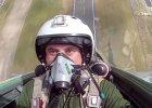 Internet oszalał na punkcie polskiego pilota. Oto kto siedział za sterami [WIDEO]