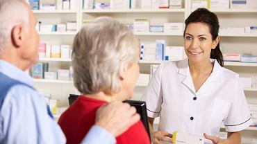 Darmowe leki dla seniorów będą wydawane w aptekach na podstawie recepty od lekarza lub pielęgniarki podstawowej opieki zdrowotnej