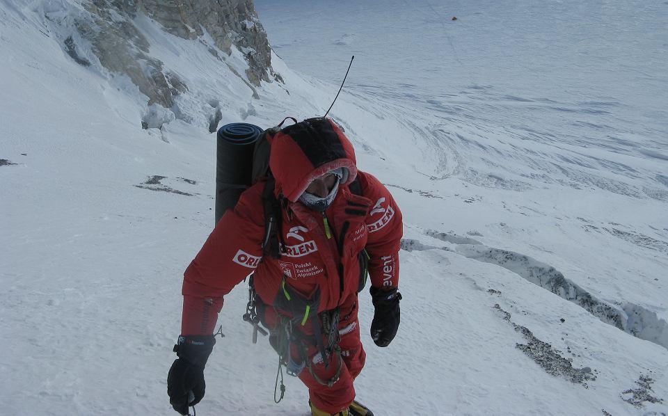 Janusz Gołąb w trakcie wspinaczki na Gaszebrum I