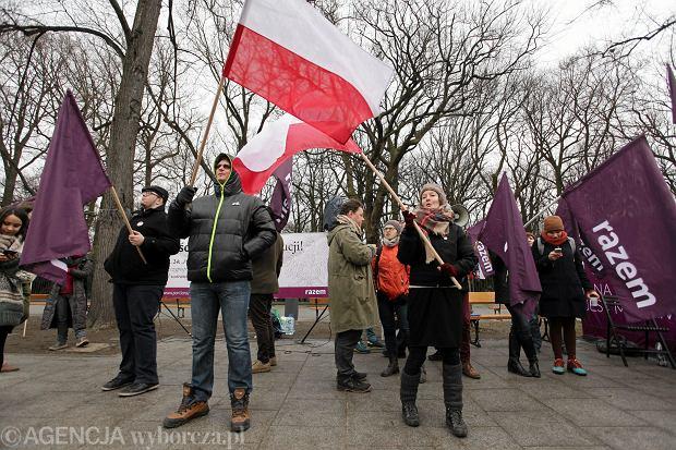 Protest partii Razem pod KPRM