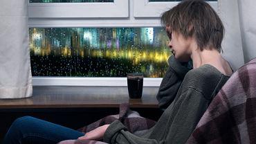 Menopauza i zmiany hormonalne, które są z nią związane, mogą wywołać bezsenność