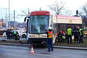 Poważny wypadek w centrum Gdańska. Tramwaj wypadł z torów