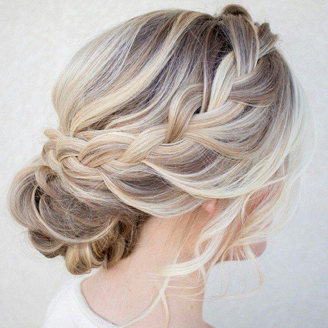 3afe1c01ff Najmodniejsze fryzury na wesele i ślub. Zobacz najciekawsze upięcia dla  długich i krótkich włosów