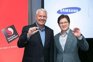 Przedstawiciele firm Qualcomm i Samsung ze Snapdragonem 835