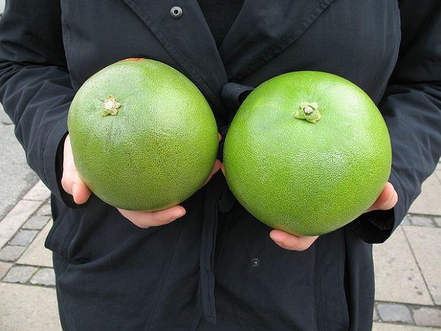 Pomelo, cytrusowy gigant. Olbrzymie rozmiary pomelo to nie wszystko, co ten owoc ma do zaoferowania