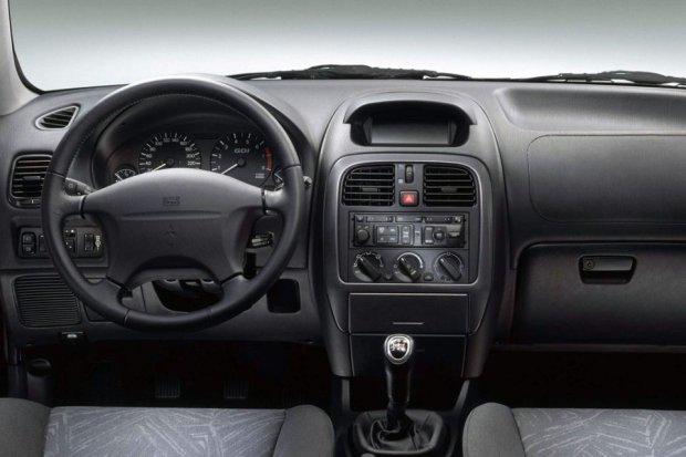 Mitsubishi Carisma - wnętrze