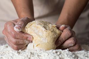 Idziesz do sklepu po mąkę, a tam... Co zrobić z mąki z kokosa i ciecierzycy? Praktyczne porady