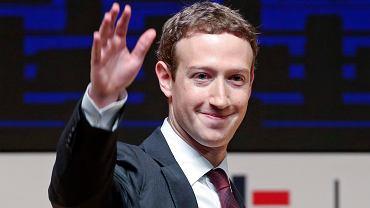 Mark Zuckerberg pozdrawia użytkowników Facebooka