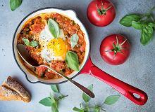 Szakszuka - jajka w sosie pomidorowo-paprykowym - ugotuj