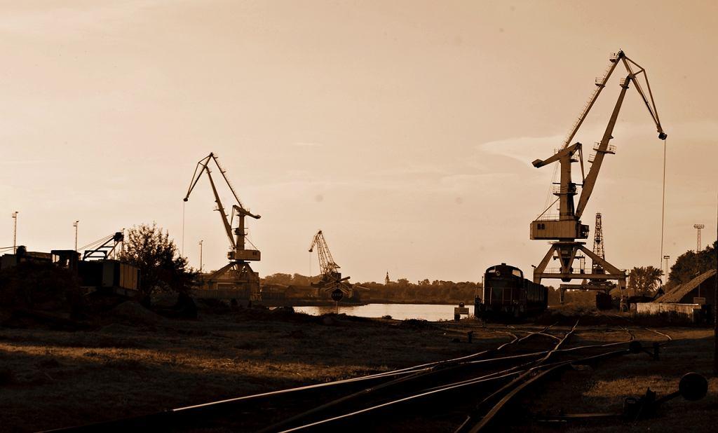 Zdjęcie numer 1 w galerii - Wznowiono transport węgla Odrą. Węgiel popłynął z Gliwic do Wrocławia