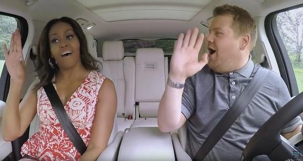 """Michelle Obama  potrafi się bawić! Żona Baracka Obamy wystąpiła w programie  Jamesa Cordena, """"Carpool Karaoke""""."""
