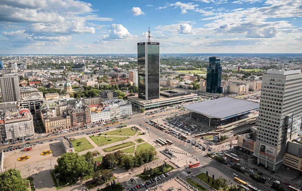 Warszawskie Śródmieście, w centrum hotel Marriott (fot. Franciszek Mazur / Agencja Gazeta)